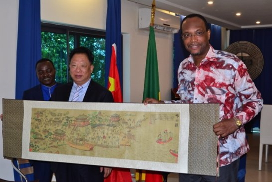 Audience au cabinet du Maire : La coopération Ningbo-Cotonou au beau fixe