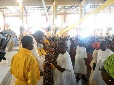 Célébration de l'Epiphanie: Patrice Talon communie avec les chrétiens catholiques de Porto-Novo