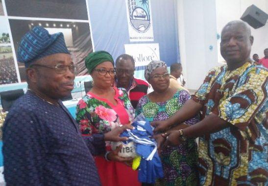 Remise d'équipements sportifs au profit des équipes des 13 arrondissements de Cotonou