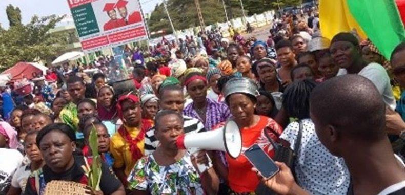 Marche pacifique des femmes sur la présidence : Les manifestantes confinées à la Bourse du travail