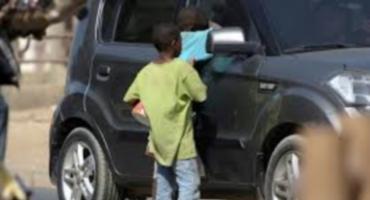 Cotonou: Mendiants de luxe et escrocs déguisés en action