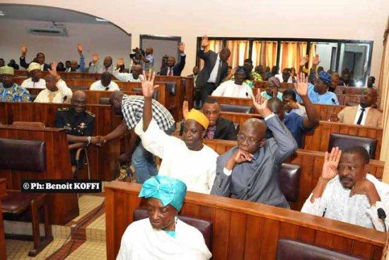Examen de la proposition de la loi potant révision de la constitution: Les grands pas de la majorité parlementaire, 62 députés acquis