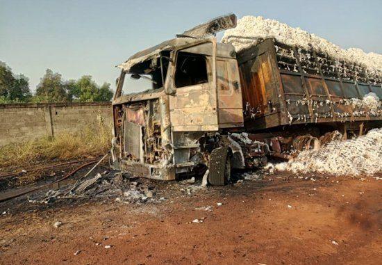 Incendie à Glazoué : Un camion et des dizaines de tonnes de coton consumés