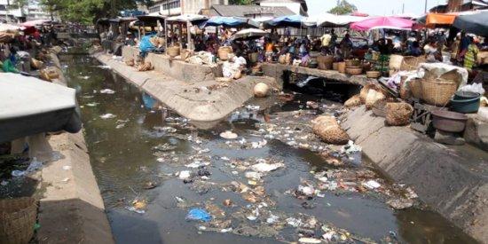 Insalubrité au marché Dantokpa : Des scènes répulsives aux abords des caniveaux