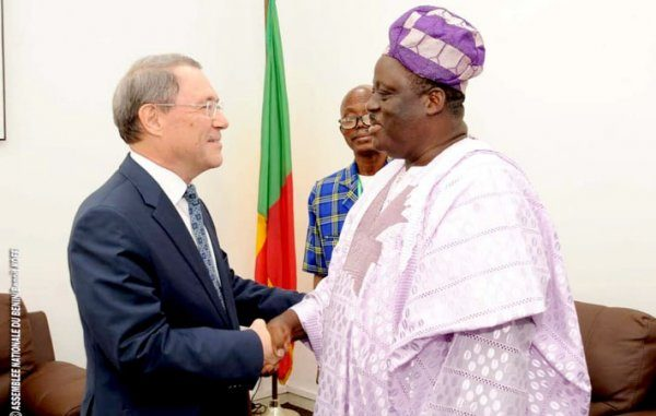 Audience au cabinet du président de l'Assemblée nationale : Vlavonou échange avec l'Ambassadeur de la Russie au Bénin