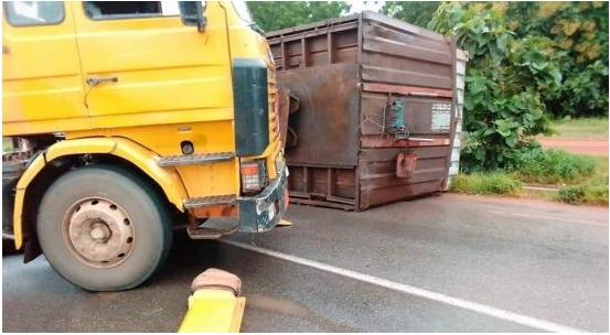 Accident à Bembèrèkè Un conteneur bloque la route inter-Etat