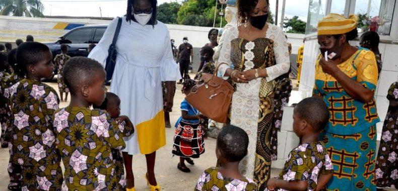 Versement des fonds de « Soigner les certitudes » à un orphelinat: Reckya Madougou joint l'acte à la parole