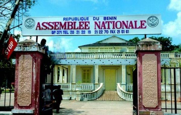 Assemblée nationale : Les députés adoptent la loi portant organisation des entreprises publiques