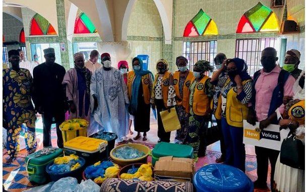 Dons divers à la mosquée de Joncquet : Les Lions Clubs de Cotonou, d'Abomey et de Parakou témoignent de l'amour aux fidèles musulmans